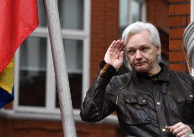 Assange demanda al Gobierno de Ecuador tras la llamada de atención por su falta de higiene
