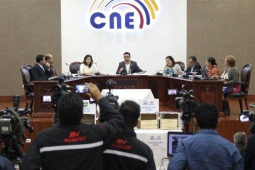 CNE de Ecuador anuncia reconteo de 3.865 actas de balotaje el 18 de Abril.