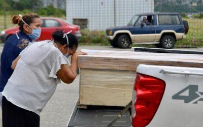 """Ecuador, uno de los países de América Latina más afectados por el Covid-19: """"Las personas se mueren en la calle"""